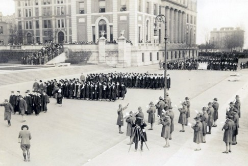 20TH CENTURY: 1914-1941. Barnard professors and students descend the steps of Low Library, c. 1917. Courtesy, Columbia University Archives.